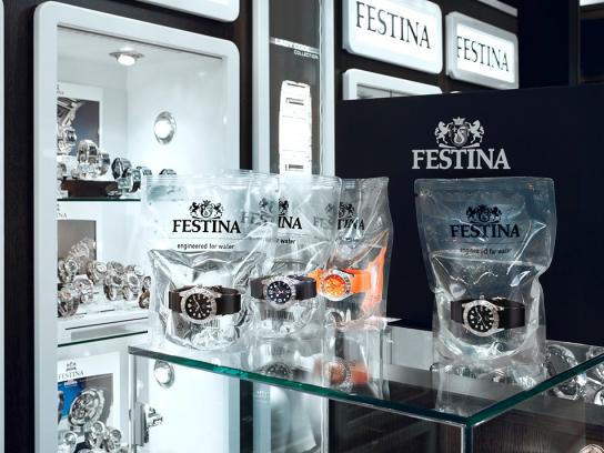 Festina Direct Ad -  The Diver's Watch in Water Packaging