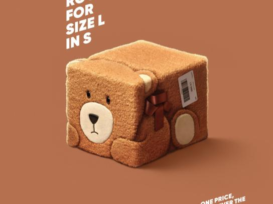 Latvijas Pasts Outdoor Ad - Squeezed parcels