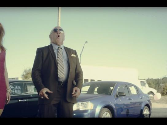 US Auto Sales Film Ad - Papa flair's used cars - Body slamming prices