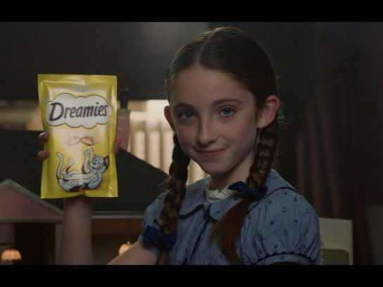 Dreamies Film Ad - All It Takes Is A Shake: Cat Borrowers - Anna
